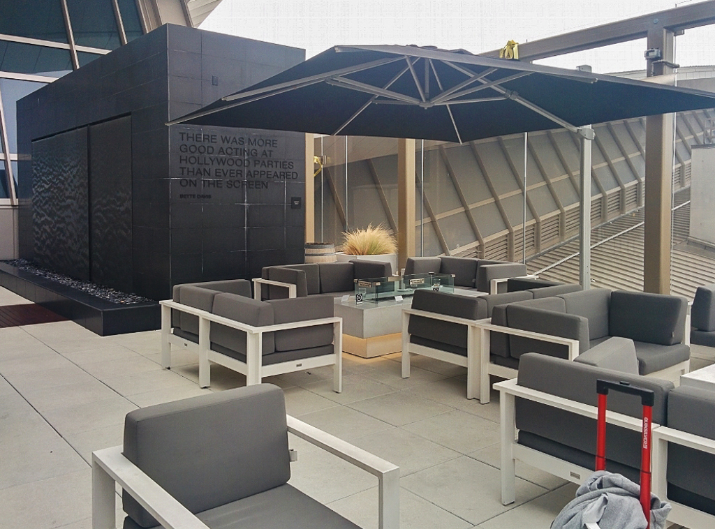 lax-lounge-outdoor